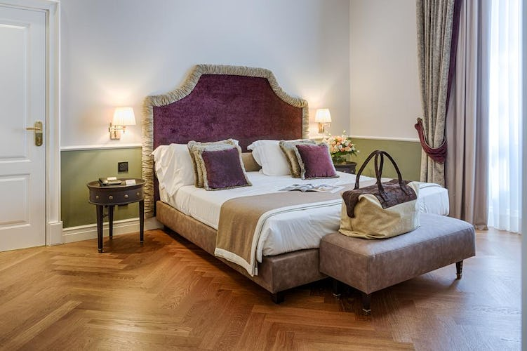 Palazzo Roselli Cecconi Hotel:  Luxury decor with king & extra large double beds