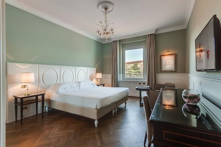 Plaza Hotel Lucchesi - single and family sized rooms