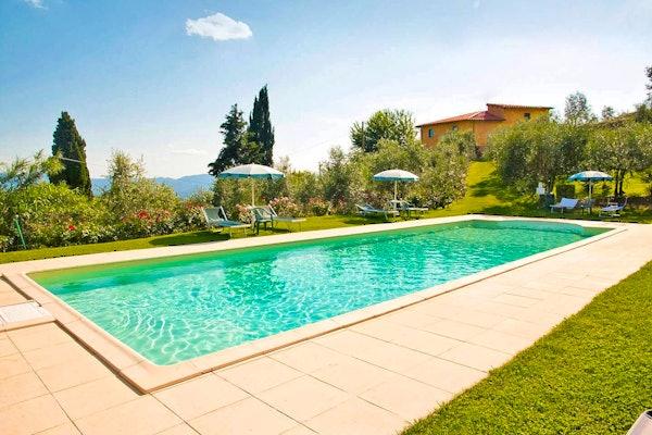 Podere Casarotta: la piscina circondata dal silenzio della campagna