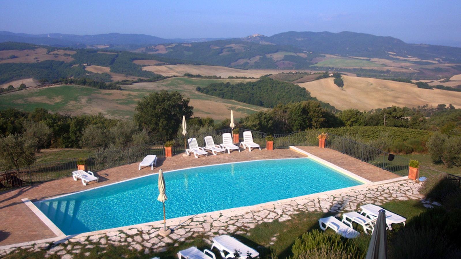 Podere colombaiolo radicondoli agriturismo con piscina a - Agriturismo con piscina siena ...