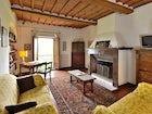 Appartamento con balcone e caminetto tipicamente toscano