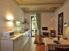 Le cucine sono completamente attrezzate e dotate di ogni comfort