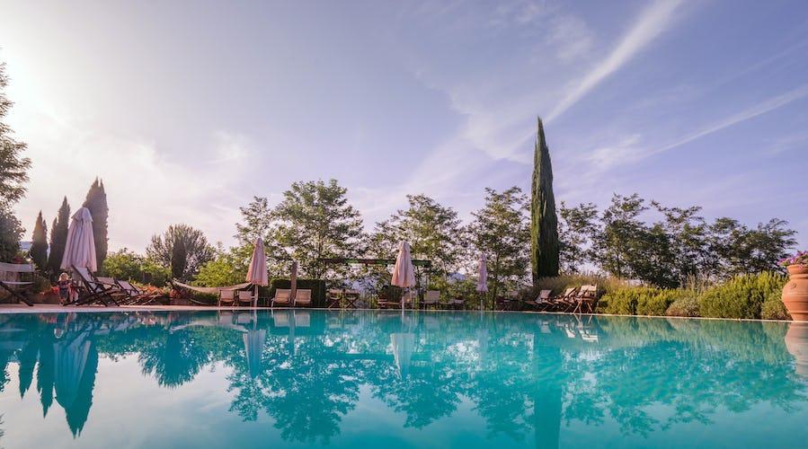 Residence Il Gavillaccio - il paesaggio include i tipici cipressi e olivi