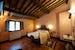 Le camere sono ampie e dotate di mobilio antico e ricco di charm