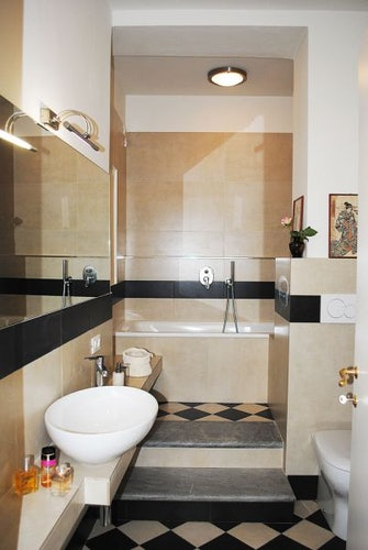 Lungarno bathroom: a modern furnishings with typical Tuscan details