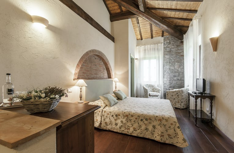 Tenuta Agricola dell'Uccellina: Lovely Tuscan decor for holiday accommodations