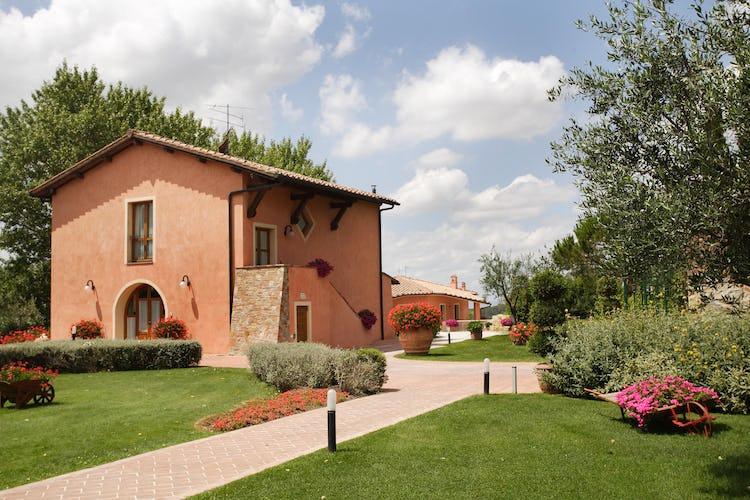 Tenuta Quadrifoglio: Vast green garden