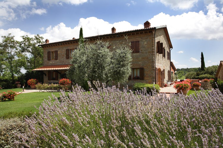 Tenuta Quadrifoglio; Tuscan Gardens with lavendar & rosemary