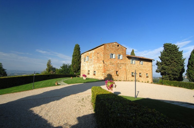 La villa è circondata da un giardino molto curato con vista a 360°