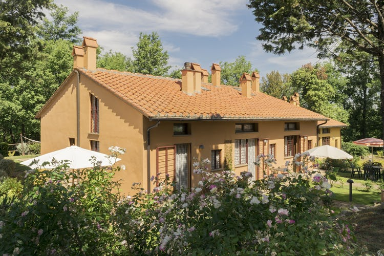 Villa Borgo la Fungaia: Well maintained garden area for each apartment
