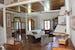 Particolare del soggiorno in villa a Siena