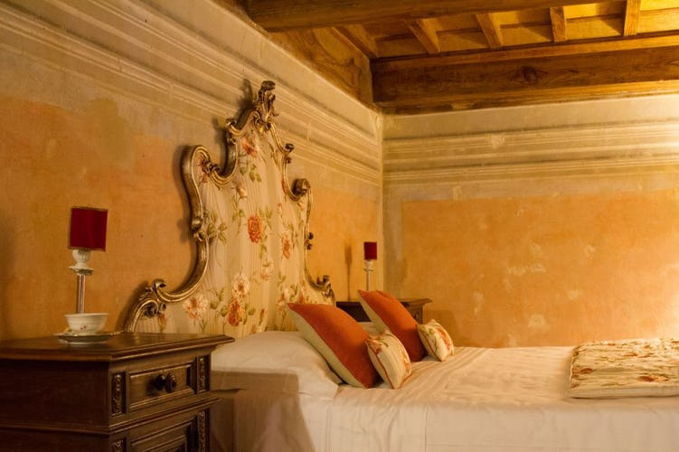 Antique furnishings & quality linens at Villa Fillinelle