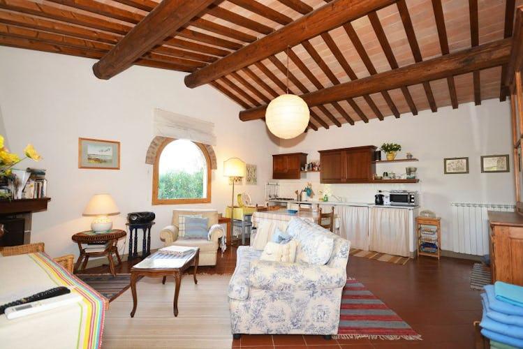 Luminoso appartamento per due, con soggiorno e cucina attrezzata