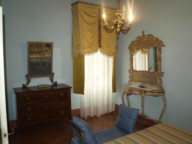 Antique furnishings at Villa il Poggio