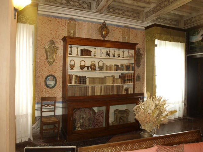 Common rooms are available for free time at Villa il Poggio