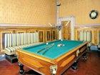 La sala biliardo, dall'arredo e l'atmosfera elegante