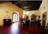 Classica architettura toscana dai soffitti con i travi a vista