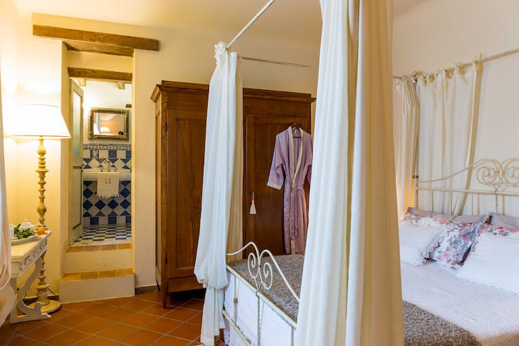 Villa La Fonte Vacation Rental - double with en suite bathroom