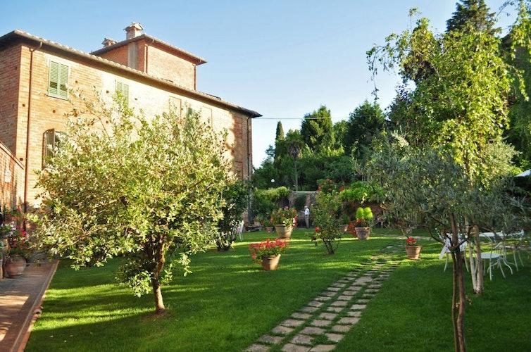 The beautiful garden surrounding the villa