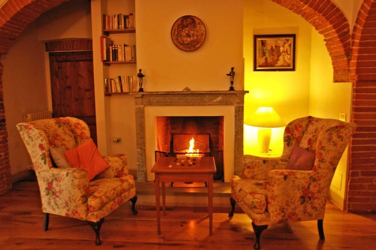 The romantic fireplace of Granaio Apartment