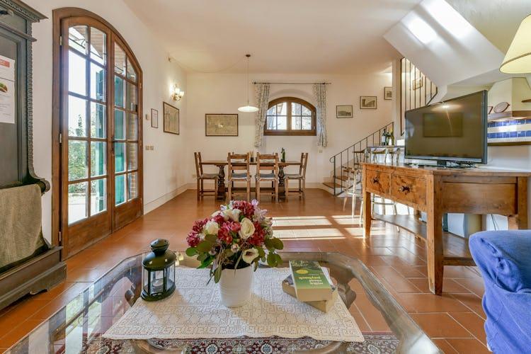 Fattoria Viticcio Rental Apartments & Vineyard: Direct access to private gardens