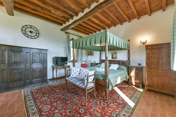 Fattoria Viticcio Rental Apartments & Vineyard: a bit of history in the Torre apartment