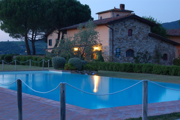 Fattoria Viticcio Rental Apartments & Vineyard: Poolside twilight